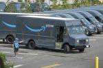 Usa, Amazon ammette: dipendenti costretti a fare pipì in bottiglie
