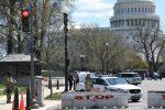 Auto travolge due agenti a Capitol Hill, morto un poliziotto. Ucciso l'aggressore