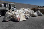Giornata ecologica a Cariati, i volontari ripuliscono spiaggia e zona porto