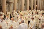 Messina, 150 sacerdoti celebrano il rito della Messa crismale - FOTO