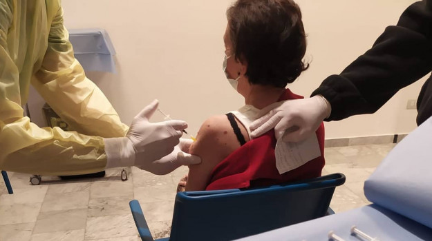 sanità, vaccini, Giuseppe Guido, Giuseppe Lavia, Roberto Castagna, Umberto Calabrone, Cosenza, Cronaca
