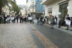 Stop alla chiusura dei negozi, flash mob dei commercianti a Lamezia
