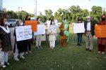 """""""Gli stupri aumentano perché le donne si scoprono"""". Bufera sul premier pakistano Imran Khan"""
