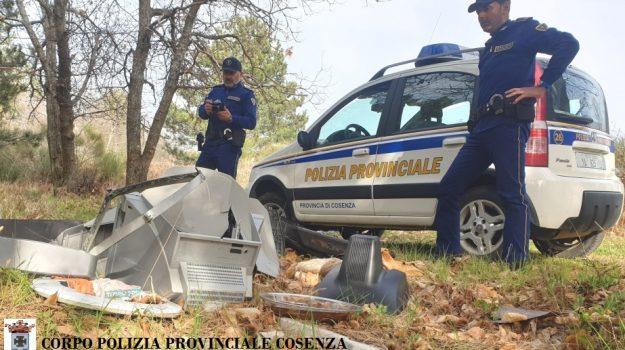 polizia provinciale cosenza, rifiuti, san giovanni in fiore, Cosenza, Cronaca