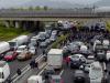 Firenze, i ristoratori bloccano l'A1: investito un manifestante