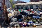 Cosenza, cresce la discarica in zona Rialzo - FOTO