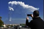 L'Etna torna a farsi sentire. Diciassettesima eruzione nel 2021, nube alta 9 km