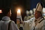 """Papa Francesco alla Veglia di Pasqua: """"Sempre si può ricominciare, anche dalle macerie"""""""