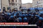 """Sit in """"Io Apro"""" a Roma: un gruppo prova a dirigersi verso Montecitorio VIDEO"""