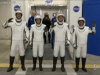 Space X, gli astronauti della NASA sulla rampa di lancio del razzo di Elon Musk