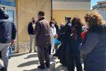Aprigliano, i vaccini arrivano in ritardo: sollecitati i carabinieri - FOTO