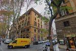 Roma, modella americana precipita dalla finestra di un B&B. Si indaga per istigazione al suicidio