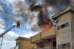 Messina: incendio in appartamento a Tremestieri. Famiglia sfugge alle fiamme, un intossicato
