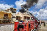 Messina, incendio in un'abitazione a Tremestieri. VIDEO