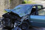 Tragedia sfiorata a Rende, violentissimo scontro tra auto e scuolabus