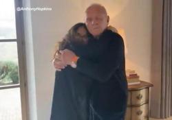 Anthony Hopkins celebra l'Oscar danzando con Salma Hayek Ha vinto il premio come miglior attore per il fil The Father - Ansa
