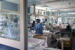 Covid: in Italia ancora in calo le terapie intensive. Rt e incidenza in aumento, stabili Sicilia e Calabria