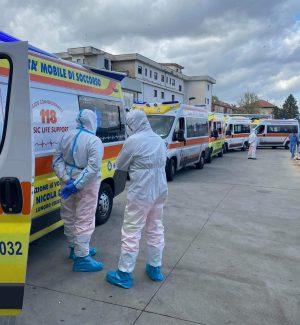 File di ambulanze al pronto soccorso di Cosenza