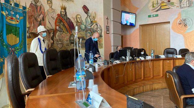 bilancio riequilibrato, consiglio comunale, cosenza, Mario Occhiuto, Pierluigi Caputo, Cosenza, Politica