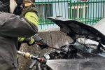 Catanzaro, momenti di apprensione per un'autovettura in fiamme a Janò