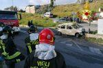 Catanzaro, auto sbatte contro muretto e prende fuoco. Muore un 22enne