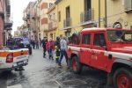 Santo Stefano di Camastra, fiamme in una casa e rischio esplosione. Donna salvata dai vigili del fuoco