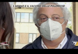 Il medico di Scanzi smonta la sua versione: «Mi ha chiamato lui per fare il vaccino» Il dottor Romizi ai microfoni di Non è l'Arena su La7: «Scanzi mi ha detto che i genitori erano fragili affetti da patologie importanti». - Corriere Tv
