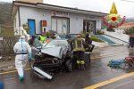 Nocera Terinese, perde il controllo dell'auto e si schianta contro un cancello: ferito il conducente