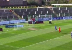 Irlanda del Nord: lo spettacolare gol di testa da 36 metri La rete dell'attaccante Rory Donnelly del Glentoran Football Club nel match contro il Dungannon Swifts - CorriereTV