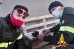 Messina, i vigili del fuoco salvano una colomba aggrovigliata nei fili di nylon