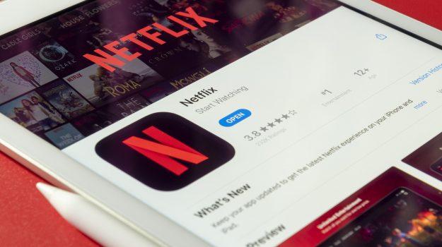 Cosa vedere su Netflix: ecco la top 10 delle serie tv e dei film di oggi. Ecco tutti i trailer
