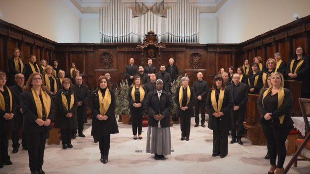 """Auguri pasquali in musica con il tenore lametino Leonardo Caimi e il coro """"Lumen Christi"""""""