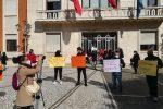 """Crotone, la protesta dei genitori: """"Ripristinare il servizio scuolabus dalle periferie"""""""