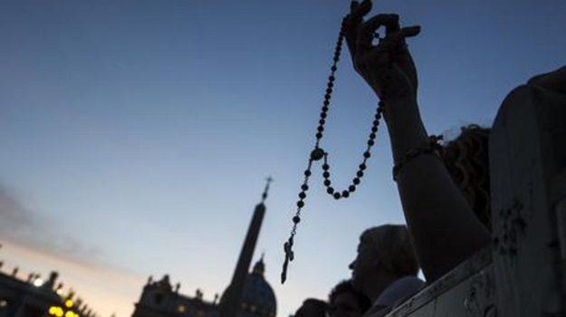Papa Francesco: maggio mese del Rosario contro la pandemia, 30 santuari coinvolti