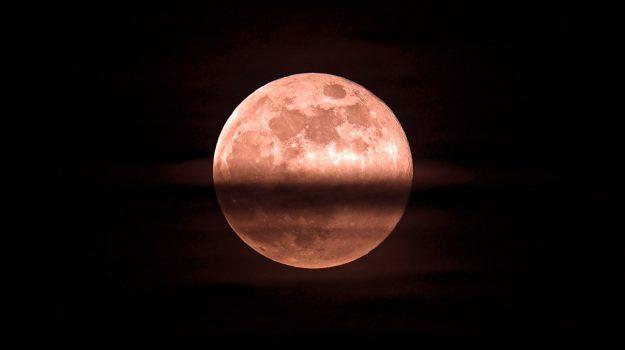 superluna rosa, Sicilia, Società
