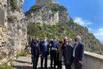 """Taormina, consegnati i lavori per la scalinata di Monte Tauro. Musumeci: """"Opera completa in 100 giorni"""""""