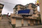 Tir in bilico sui tetti: evacuato immobile a Caccamo (Palermo)
