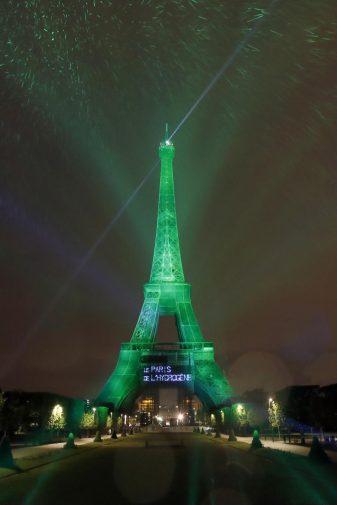La Torre Eiffel illuminata con energia rinnovabile a idrogeno