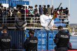 Sicilia: frasi razziste a Pozzallo durante lo sbarco di migranti dalla Sea Eye