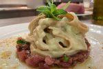 La struncatura con tartare di tonno e crema di cipolla è il piatto de Lapprodo
