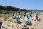 Pizzo, i volontari del WWF ripuliscono le Dune dell'Angitola - FOTO