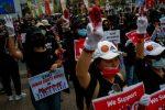 Birmania: forze di sicurezza sparano sui dimostranti, 5 morti