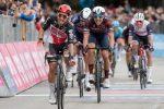 Giro d'Italia: a Termoli Ewan fa il bis, Valter resta in rosa