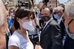 Il ministro Carfagna visita la baraccopoli di Messina - LA DIRETTA