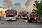Montalto, officina in fiamme: i vigili del fuoco evitano il disastro FOTO
