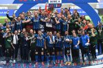 Handanovic alza al cielo la coppa nazionale più prestigiosa