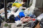 Messina, caos rifiuti. Il centro invaso dalla spazzatura, MessinaServizi chiede collaborazione