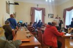 Lipari, gli ex lavoratori Pumex occupano l'aula consiliare del Comune