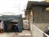 """Baracche a Messina: """"Vivo con la fogna in casa"""". L'appello di un giovane papà"""