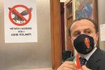 """Messina, lo """"stop"""" agli asini volanti? «Bizzarro, ma non viola le norme»"""